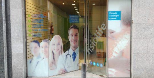 rotulacion fachada clínica fisiolife